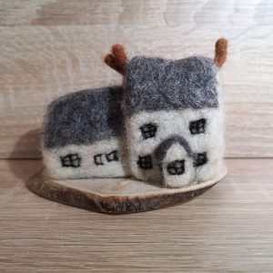 Needlefelt Houses